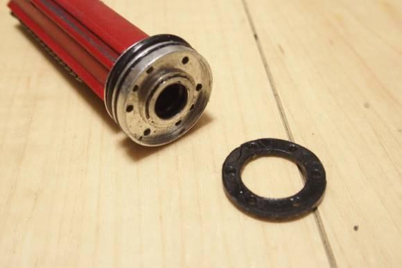 A&K STW M4のピストンヘッドの樹脂パーツが剥がれたので、SYSTEMA純正ピストンに交換しました