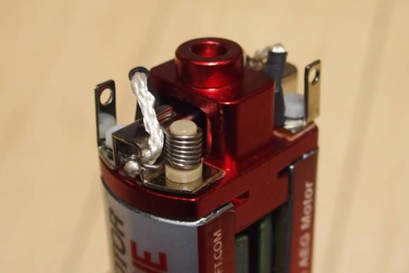 通常電動ガン用薄型モーター、ARES SLIM AEG MOTORのブラシをスタンドアップ型(SYSTEMA製)に変えました