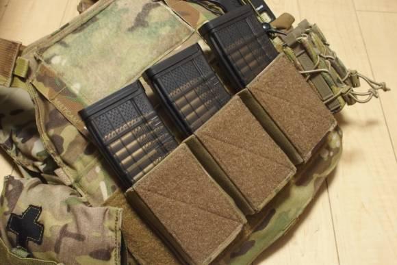 ベルクロでプレキャリなどに貼り付けられる、Warrior Assault Systems製 3連ベルクロマガジンポーチを購入