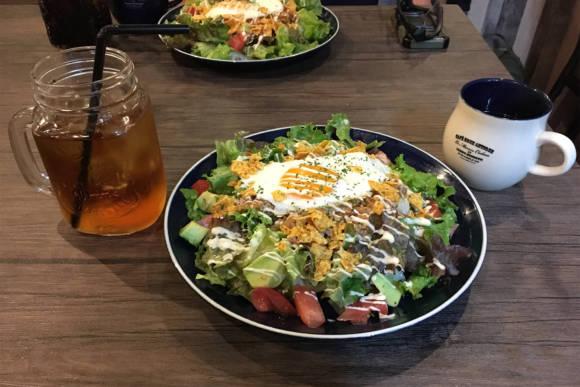 ショップにシューティングレンジ、カフェまであるDEFCON1で夕飯を食べてきた
