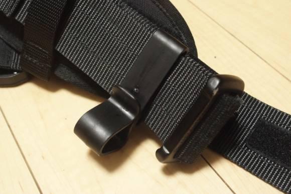 ベルトに小物を引っ掛かける際に便利なSafariland Hearing Protector Holder 075-2を購入