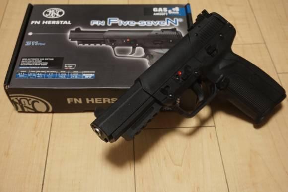 FN社正式ライセンス ガスブローバックハンドガン Cybergun FN Five-seveN(FN57)を買ってみた