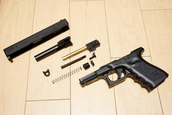 東京マルイ ガスブローバックハンドガン Glock19を分解、旧Glockとの違いを見ていきます